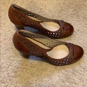 Naturalize heels
